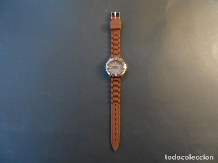 Relojes: RELOJ SEÑORA CORREA CAUCHO CHOCOLATE Y ACERO. GIORGIE VALENTIAN. ESFERA MARRON. SIGLO XXI - Foto 2 - 193955188
