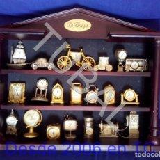Relógios: TUBAL 20 RELOJES DE METAL EN MUEBLE EXPOSITOR SIN PILAS ENVÍO GRATIS. Lote 194061302