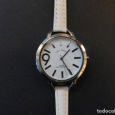 Relojes: RELOJ SEÑORA CORREA CUERO BLANCO Y ACERO. LOUIS VALENTIN . ESFERA BLANCA. QUARTZ. SIGLO XXI. Lote 194386412