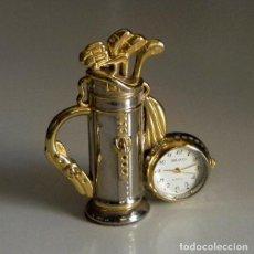 Relojes: RELOJ DE SOBREMESA - BRAVO - BOLSA DE PALOS DE GOLF DORADO PLATEADO - PEQUEÑO RELOJ DE MESA O REPISA. Lote 194619322