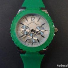 Relojes: RELOJ CORREA CAUCHO VERDE Y ACERO. GIORGIE VALENTIAN. ESFERA PLATEADA. SIGLO XXI. Lote 194887052