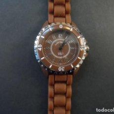 Relojes: RELOJ SEÑORA CORREA CAUCHO MARRON Y ACERO.GIORGIE VALENTIAN. ESFERA MARRON. SIGLO XXI. Lote 195225065