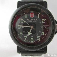 Relojes: RELOJ MILITAR VICTORINOX SWISS ARMY REVISADO TOTALMENTE NEGRO. Lote 195742865