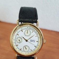 Relojes: RELOJ SEÑORA ORIENT DE CUARZO MULTIFUNCIÓN CHAPADO DE ORO, ESFERA BLANCA, CORREA DE CUERO NEGRA.. Lote 199148482