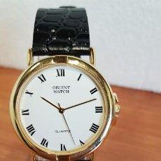 Relojes: RELOJ CHAPADO DE ORO ORIENT UNISEX CON ESFERA BLANCA Y CORREA DE CUERO NEGRA, RELOJ NUEVO DE STOCK. . Lote 199154103