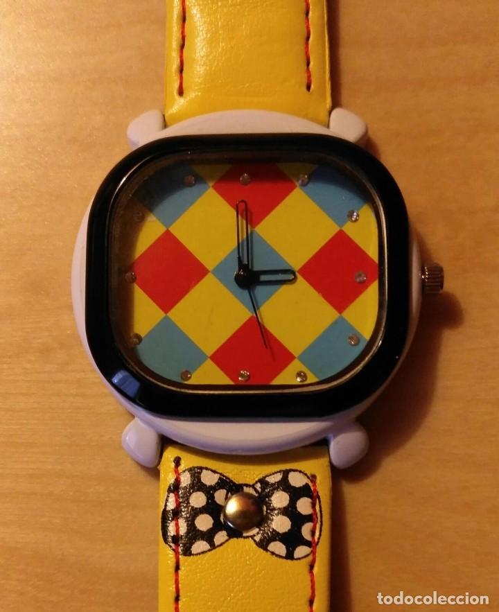 RG 21 RELOJ MUÑECA AMARILLO CON ESFERA ROMBOS - POR ESTRENAR - SIN PILA - CUADRADO 4CM X 4CM (Relojes - Relojes Actuales - Otros)