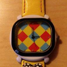 Relojes: RG 21 RELOJ MUÑECA AMARILLO CON ESFERA ROMBOS - POR ESTRENAR - SIN PILA - CUADRADO 4CM X 4CM. Lote 199388911