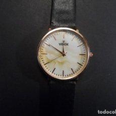 Relógios: RELOJ CORREA CUERO NEGRO Y ACERO DORADO. VIDOX. ESFERA ESTUCADA. QUARTZ. SIGLO XXI. Lote 200839607