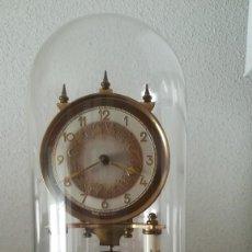 Relojes: BONITO RELOJ ORIGEN ALEMÁN SOBREMESA CON URNA DE CRISTAL. Lote 202697983
