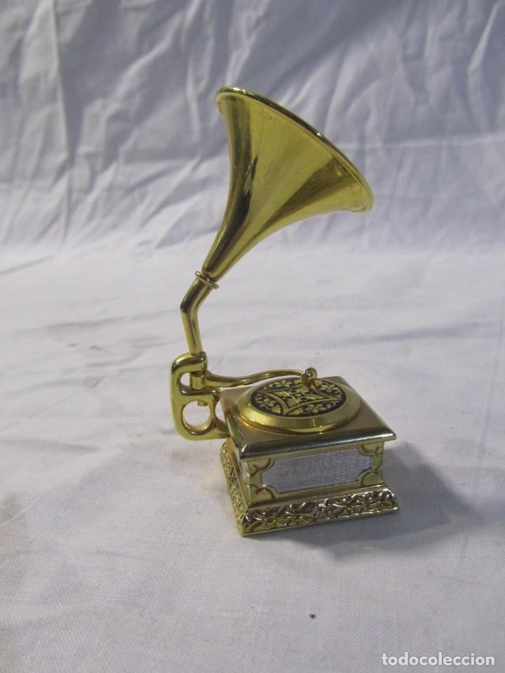 Relojes: Reloj de bronce miniatura de gramófono plato damasquinado, eléctrico funcionando - Foto 7 - 203932690