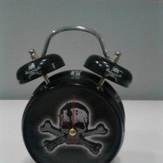 Relojes: RELOJ DESPERTADOR CALAVERAS.. Lote 205585453