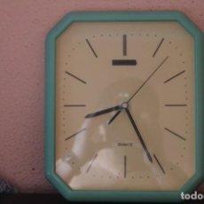Relojes: RELOJ DE PARED DE LOS AÑOS 80 ( FUNCIONA ). Lote 206277737