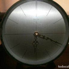 Relojes: RELOJ METÁLICO BRONCE PINTADO COLOR VERDE REDONDO DE MESA KIENZLE FUNCIONANDO A PILA 15.5 CM.. Lote 208401398