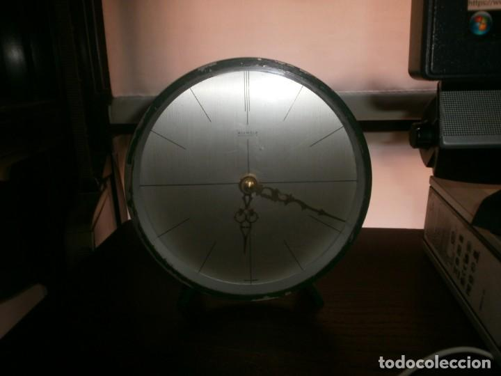 Relojes: Reloj metálico bronce pintado color verde redondo de Mesa Kienzle funcionando a pila 15.5 cm. - Foto 3 - 208401398