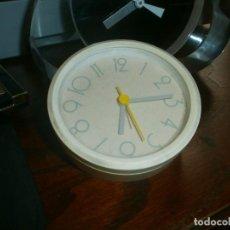 Relojes: ORIGINAL RELOJ DESPERTADOR COLOR BLANCO FUNCIONA CON PILA DIÁMETRO 9 CM.. Lote 208401818