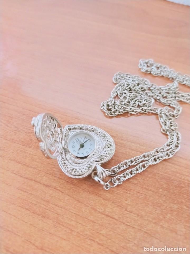 Relojes: Reloj de colgar 3M cuarzo acero, doble tapa con piedras malaquita, cadena para colgar, nuevo sin us - Foto 3 - 213430066