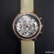 Relojes: RELOJ CORREA CUERO MUSGOSO ACERO DORADO Y CIRCONITAS. GIORGIE VALENTIAN. ESFERA PLATEADA. SIGLO XXI. Lote 219598200
