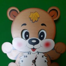 Relojes: RELOJ DE PARED INFANTIL EN MADERA - OSO NACHO - BARTOLUCCI. FUNCIONANDO !!!!. Lote 220192460