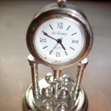Relojes: PRECIOSO RELOJ DE COLECCION DE MARCA J CLOCK CON TAPA Y PENDULO GIRATORIO DE 6 CM. DE ALTURA . Lote 17151515