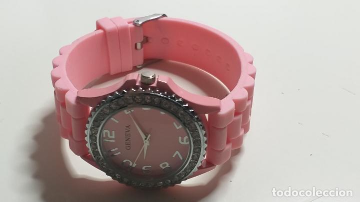 Relojes: Reloj de MUJER. CORREA ROSA DE SILICONA. MARCA GENEVA - Foto 3 - 239653075
