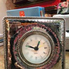 Relojes: RELOJ DESPERTADOR DE ALPACA - MEDIDA 11X11 CM. Lote 240421365