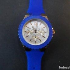 Relojes: RELOJ CORREA CAUCHO AZUL Y ACERO DORADO. GIORGIE VALENTIAN. ESFERA PLATEADA. QUARTZ. SIGLO XXI. Lote 242162870