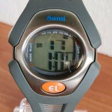 Relojes: RELOJ CUARZO DIGITAL SAMI DE ACERO Y SILICONA, DÍA, MES, AÑO, ALARMA, CRONO, CORREA ORIGINAL NUEVO. Lote 243024765