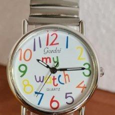 Relojes: RELOJ UNISEX CUARZO GORDNI EN ACERO, ESFERA EN BLANCO, NÚMEROS GRANDES COLOR, CORREA ACERO ESTIRAR. Lote 243026360