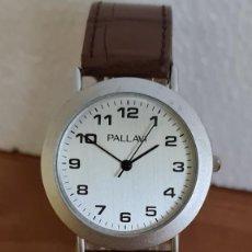 Relojes: RELOJ UNISEX CUARZO PALLAVI ACERO, ESFERA EN BLANCO, NÚMEROS GRANDES, CORREA CUERO MARRON SIN USO.. Lote 243190575