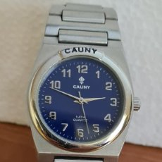 Relojes: RELOJ CABALLERO (VINTAGE) CAUNY CUARZO ACERO, ESFERA AZUL, NÚMEROS ACERO, BISEL FIJO, CORREA ACERO.. Lote 243192540