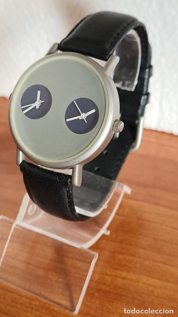 Relojes: Reloj unisex cuarzo GRUS acero, esfera en gris, con dos subesferas negras, correa cuero negra nueva. - Foto 2 - 243624500
