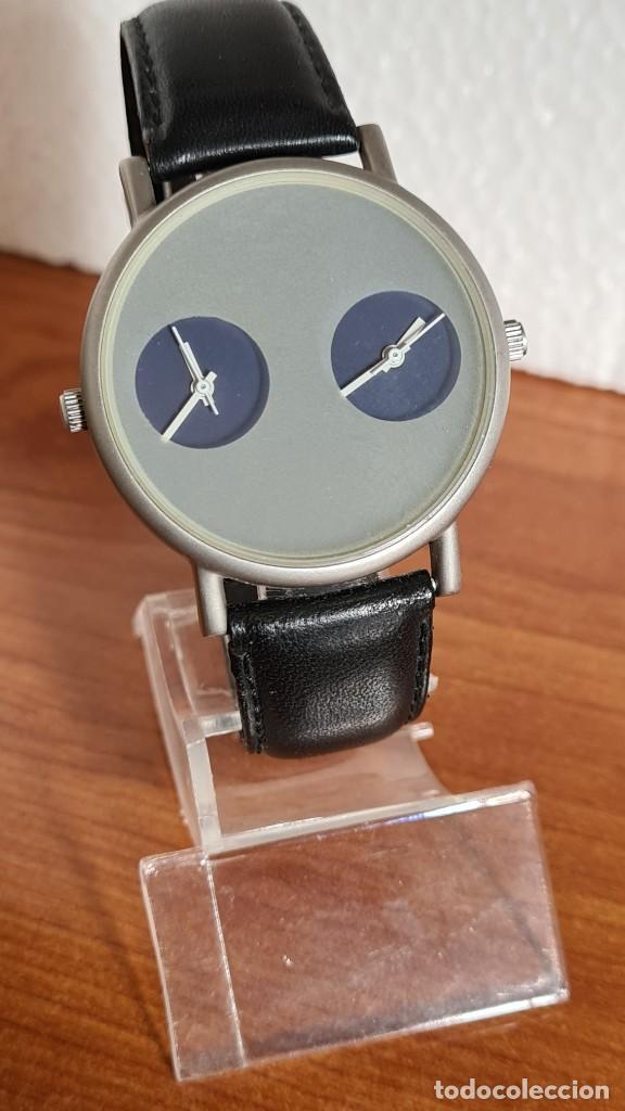 Relojes: Reloj unisex cuarzo GRUS acero, esfera en gris, con dos subesferas negras, correa cuero negra nueva. - Foto 3 - 243624500