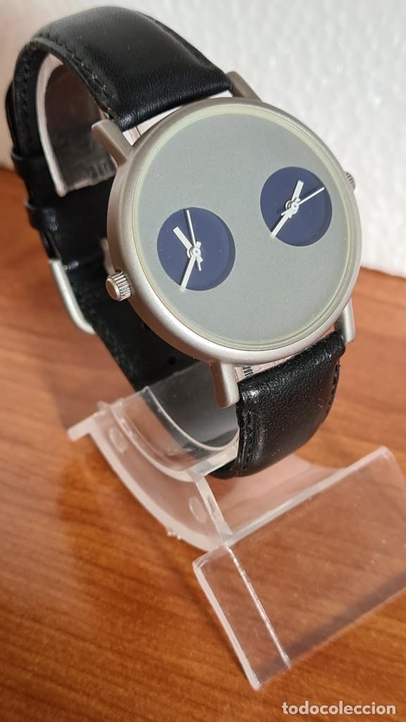 Relojes: Reloj unisex cuarzo GRUS acero, esfera en gris, con dos subesferas negras, correa cuero negra nueva. - Foto 5 - 243624500