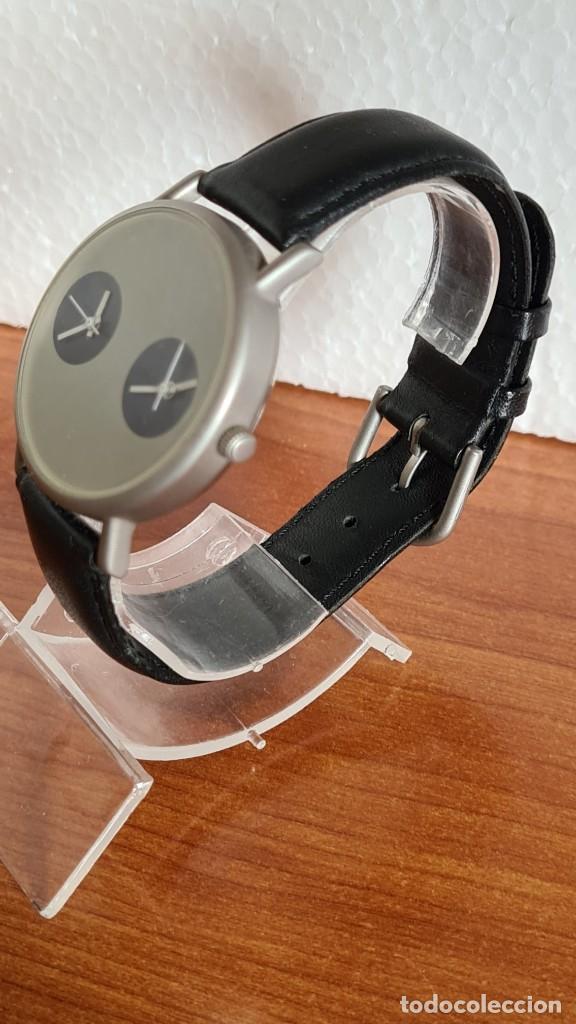 Relojes: Reloj unisex cuarzo GRUS acero, esfera en gris, con dos subesferas negras, correa cuero negra nueva. - Foto 6 - 243624500