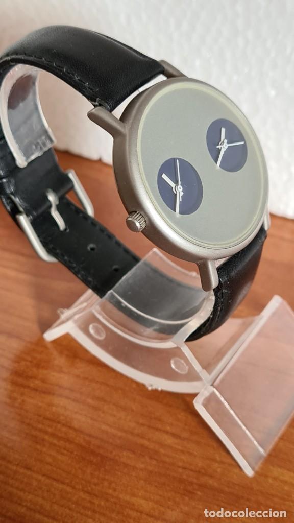 Relojes: Reloj unisex cuarzo GRUS acero, esfera en gris, con dos subesferas negras, correa cuero negra nueva. - Foto 7 - 243624500