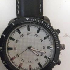 Relojes: RELOJ CAJA GRANDE BLANCO Y NEGRO NUEVO. Lote 243795650