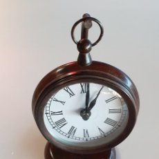 Relojes: RELOJ SOBREMESA COLGADO EN SOPORTE METAL. Lote 243989020