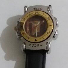 Relojes: IMPECABLE RELOJ MACAU CON JUEGO DE DADOS FUNCIONA CORRECTAMENTE MIRAR FOTOS. Lote 244399955