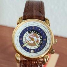 Relojes: RELOJ UNISEX KALTER ACERO CHAPADO DE ORO EN CUARZO, ESFERA HORA MUNDIAL, CORREA MARRÓN NUEVA SIN USO. Lote 244753850