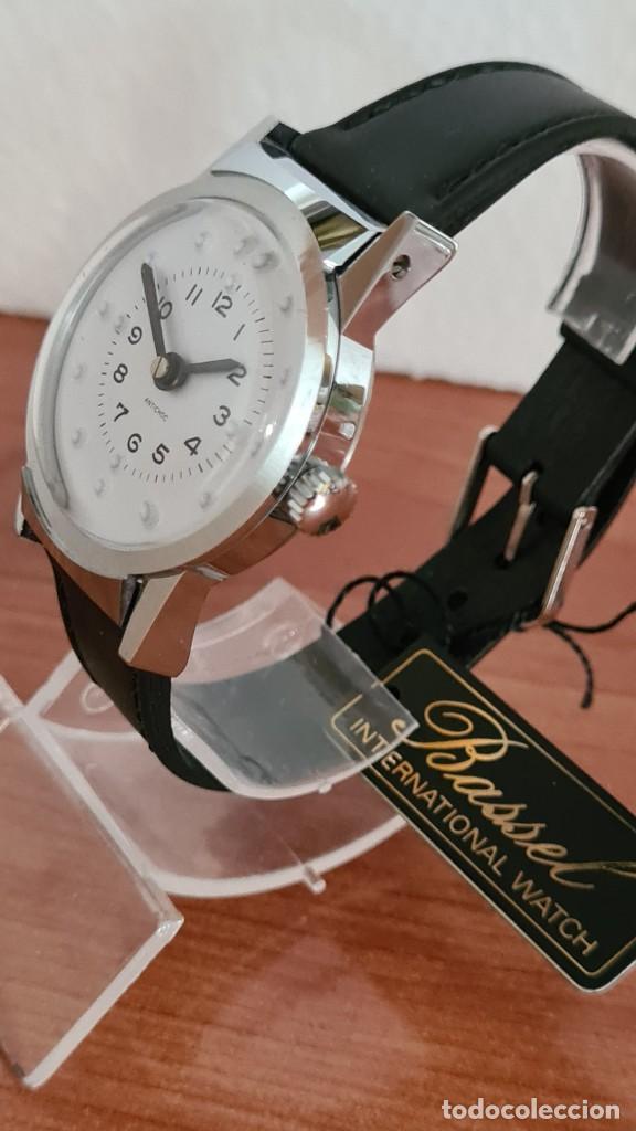 Relojes: Reloj (Vintage) de cuerda BASSEL de cuerda para invidente, acero, esfera blanca en braille, correa. - Foto 4 - 244790465