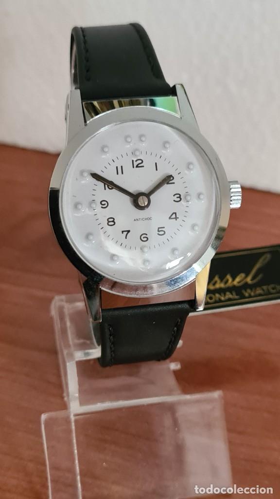 Relojes: Reloj (Vintage) de cuerda BASSEL de cuerda para invidente, acero, esfera blanca en braille, correa. - Foto 8 - 244790465