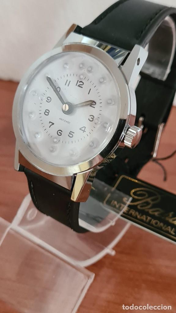 Relojes: Reloj (Vintage) de cuerda BASSEL de cuerda para invidente, acero, esfera blanca en braille, correa. - Foto 10 - 244790465