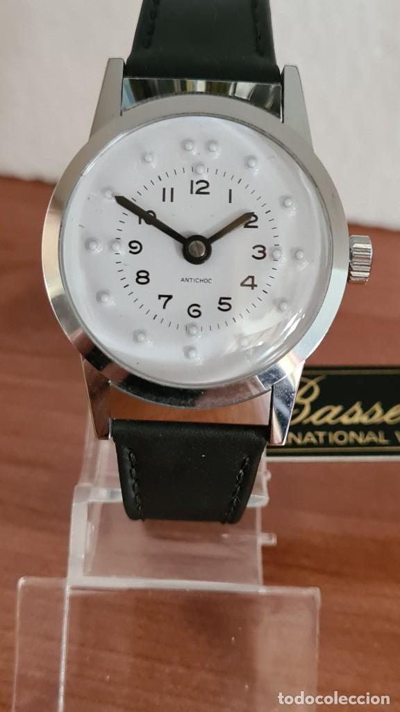 Relojes: Reloj (Vintage) de cuerda BASSEL de cuerda para invidente, acero, esfera blanca en braille, correa. - Foto 11 - 244790465