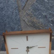 Relojes: BONITO RELOJ DE SOBREMESA CON BATERIA ,FUNCIONA PERFECTAMENTE. Lote 254087340