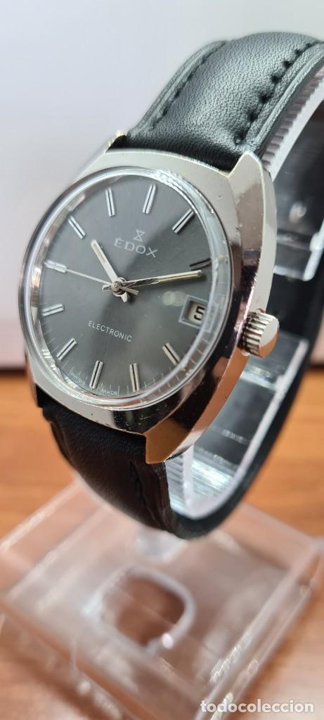 Relojes: Reloj caballero de cuarzo EDOX electronico en acero, esfera gris, calendario las tres, correa cuero. - Foto 4 - 255428955
