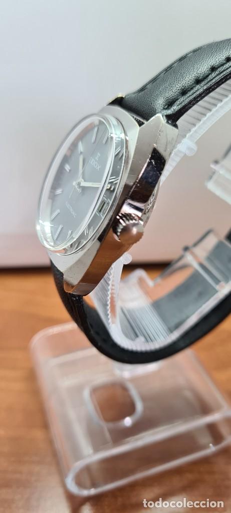 Relojes: Reloj caballero de cuarzo EDOX electronico en acero, esfera gris, calendario las tres, correa cuero. - Foto 10 - 255428955