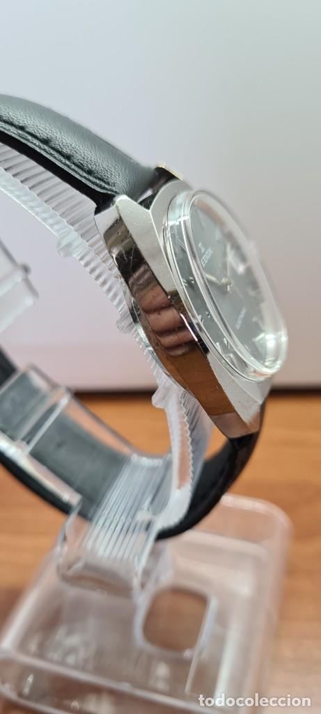 Relojes: Reloj caballero de cuarzo EDOX electronico en acero, esfera gris, calendario las tres, correa cuero. - Foto 11 - 255428955
