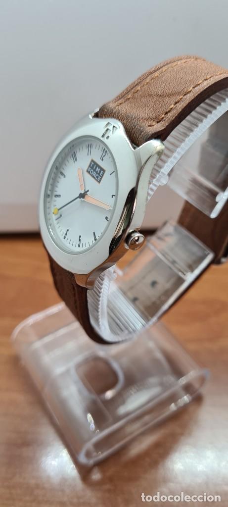 Relojes: Reloj TIME FORCE acero de cuarzo, esfera blanca, agujas amarillas, correa de cuero original marrón. - Foto 6 - 255436420