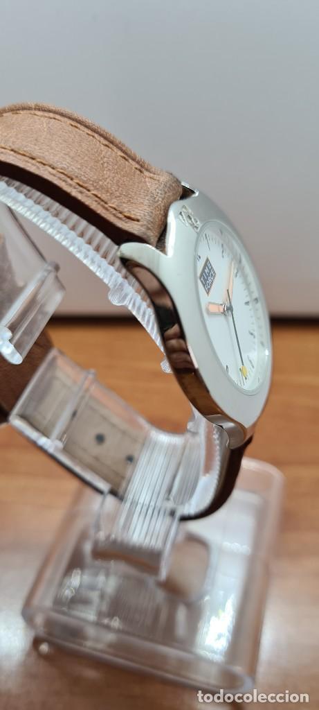 Relojes: Reloj TIME FORCE acero de cuarzo, esfera blanca, agujas amarillas, correa de cuero original marrón. - Foto 8 - 255436420