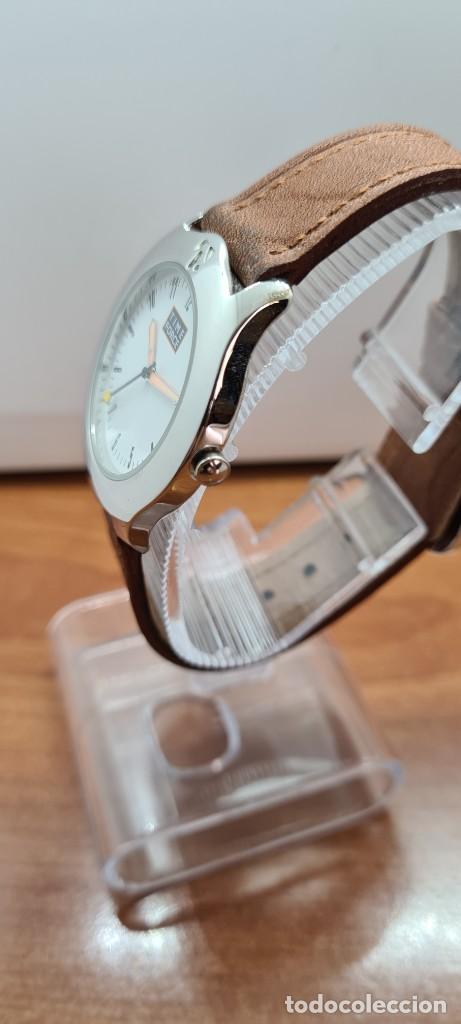 Relojes: Reloj TIME FORCE acero de cuarzo, esfera blanca, agujas amarillas, correa de cuero original marrón. - Foto 9 - 255436420